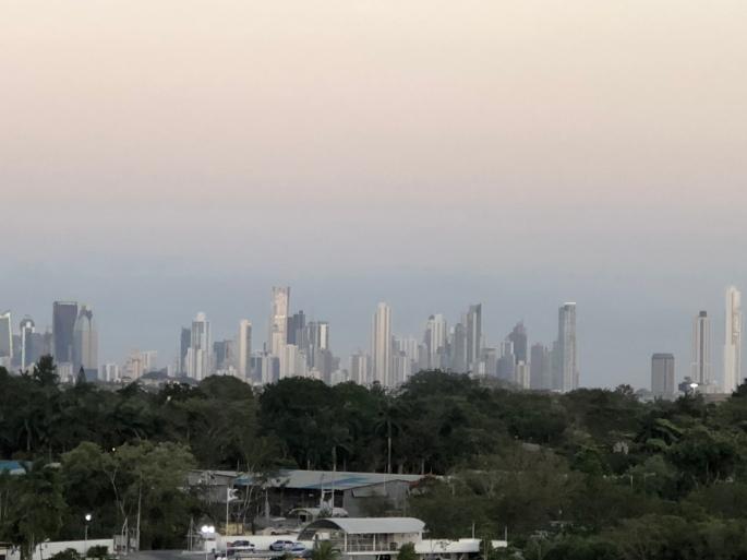 Geschwindigkeit aus Panama-Stadt Schlüsselschalter angeschlossen